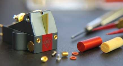 Die HiFiction AG produziert Tonarme, Plattenspieler und Tonabnehmer im Tösstal